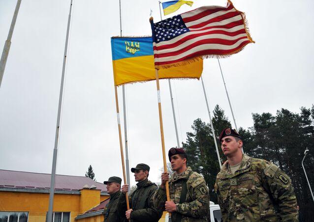 米国とウクライナの兵士(アーカイブ写真)