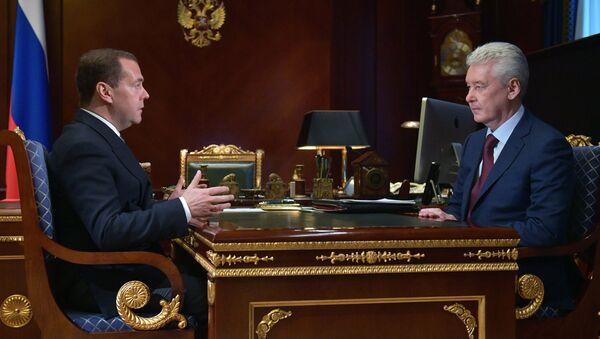 ロシアのメドベージェフ首相がモスクワのソビャニン市長を祝福 - Sputnik 日本
