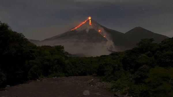 火山 - Sputnik 日本
