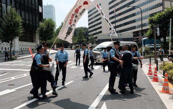 急進的グループの抗議運動は、警察とのもみ合いに発展した - Sputnik 日本