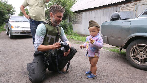 ウクライナ危機で死亡したジャーナリストのアンドレイ・ステニン - Sputnik 日本