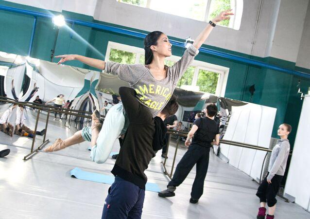 ロシア・バレエコンクール出場の西口実希さんにインタビュー