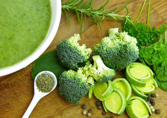 ブロッコリーと野菜スープ