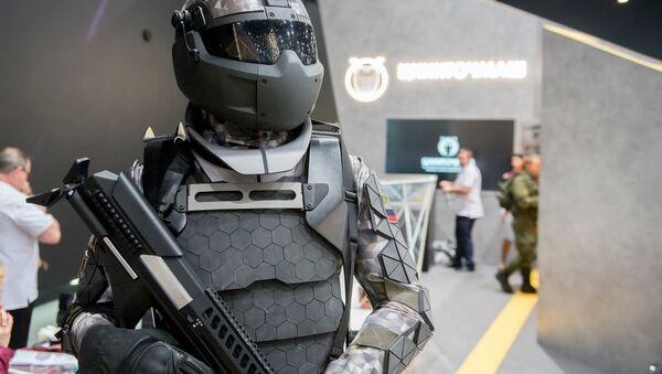 ロシアで「未来の兵士」のパワードスーツがお披露目される - Sputnik 日本