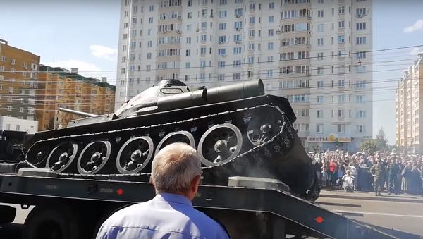 もうヘトヘト 伝説のT-34戦車 祝賀パレード後に横倒 - Sputnik 日本