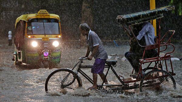 インドネシアと東ティモール 地滑りや洪水により少なくとも52人が死亡 - Sputnik 日本