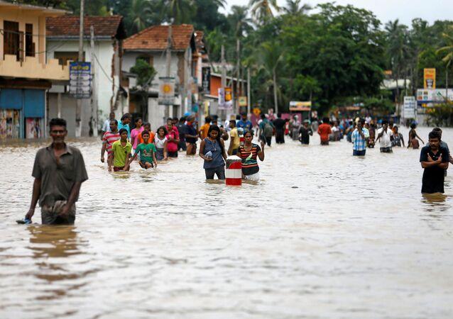 南アジアでの豪雨の死者1200人を超える
