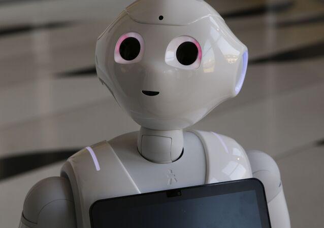 人型ロボット「ペッパー」、需要伸びず一時生産中止に