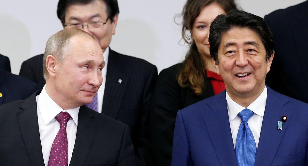 安倍晋三首相とプーチン大統領(アーカイブ写真)