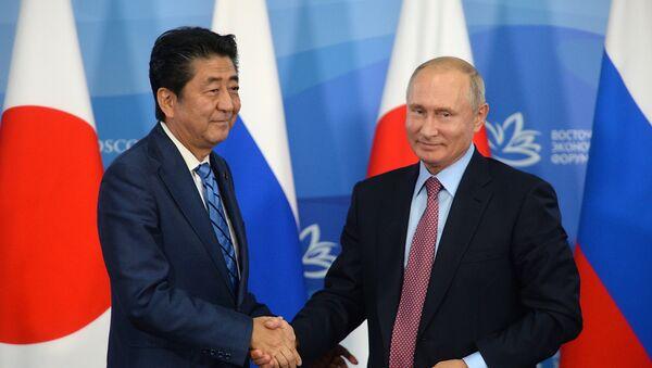Shinzo Abe, primer ministro de Japón, y Vladímir Putin, presidente de Rusia - Sputnik 日本