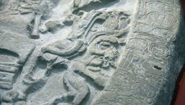 Каменный алтарь майя, обнаруженный в ходе раскопок на севере Гватемалы - Sputnik 日本