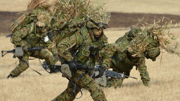 Военнослужащие Сил самообороны Японии во время военных учений - Sputnik 日本