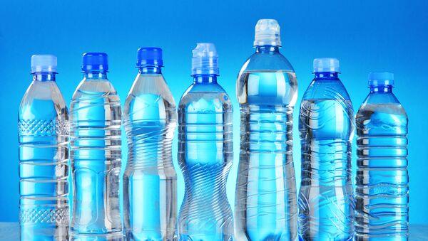 Пластиковые бутылки - Sputnik 日本