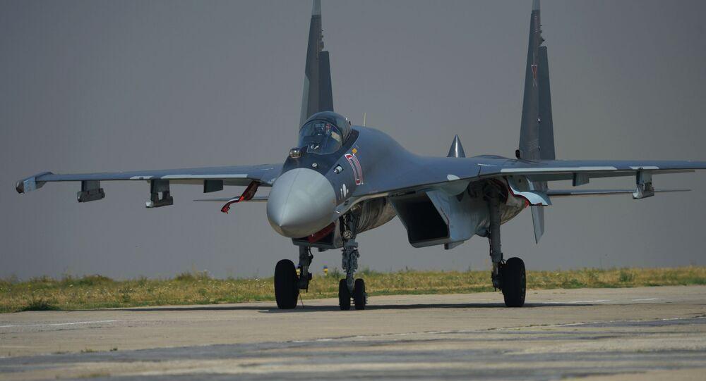 ロシアの「スホイ35」戦闘機