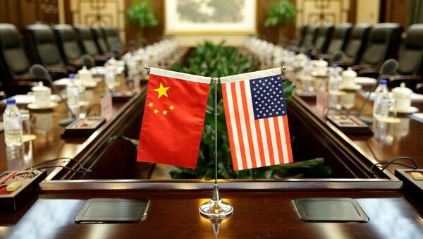 Banderas de China y EEUU - Sputnik 日本