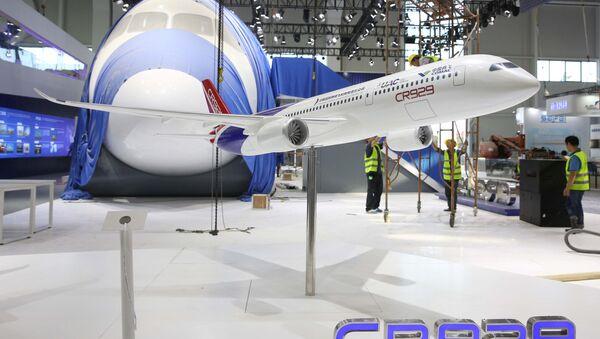 Макет совместного китайско-российского самолета CR-929 на Международном авиакосмическом салоне в Китае - Sputnik 日本