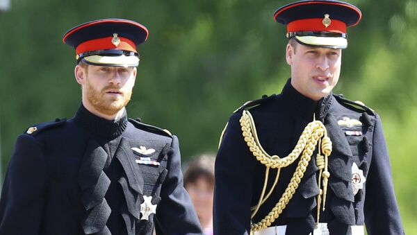 Britain's Prince Harry, left, and best man Prince William arrive for the wedding ceremony at St. George's Chapel in Windsor Castle in Windsor, near London, England, Saturday, May 19, 2018. - Sputnik 日本