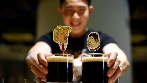 Коктейлы в честь будущей встречи президента США Дональда Трампа и лидера КНДР Ким Чен Ына в Сингапуре - Sputnik 日本