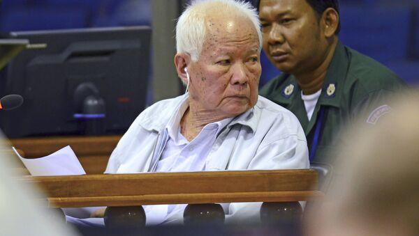 Бывший лидер режима Красных кхмеров Кхиеу Сампхан на суде - Sputnik 日本