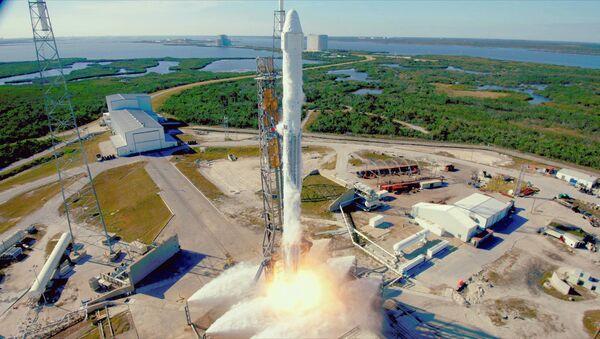 Trägerrakete SpaceX Falcon 9 mit dem Raumschiff Dragon (Archiv) - Sputnik 日本
