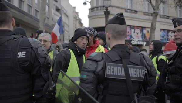 Акция протеста автомобилистов жёлтые жилеты в Париже - Sputnik 日本