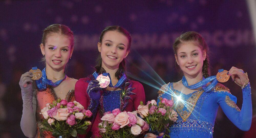 アレクサンドラ・トゥルソワ(14)、アンナ・シェルバコワ(14)、アリョーナ・コストルナヤ(15)