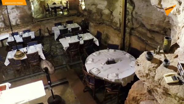 古代洞窟のレストラン ガラスの床もテーブル越しに崖を鑑賞 - Sputnik 日本
