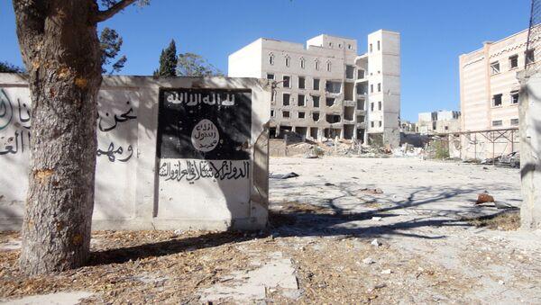 Флаг ДАИШ, нарисованный на стене в сирийском городе Манбидж - Sputnik 日本