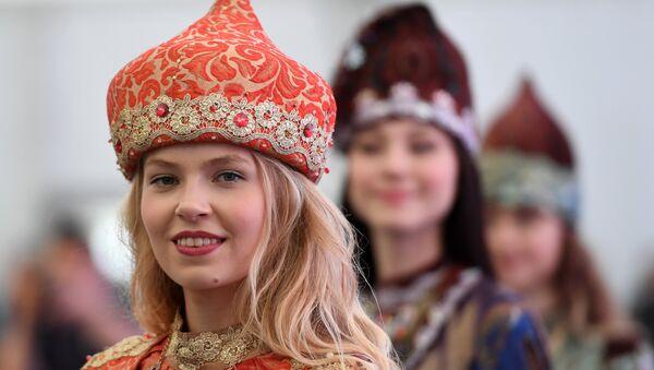緑色のボルシチを食べる地域や「日本の神」を呼ぶロシア人 ロシアの方言と国語についてのスプートニクQ&A - Sputnik 日本