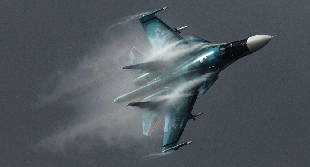 スホイ34戦闘爆撃機(アーカイブ写真)