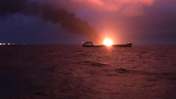 ケルチ海峡で2船舶が炎上 うち1隻で爆発か - Sputnik 日本