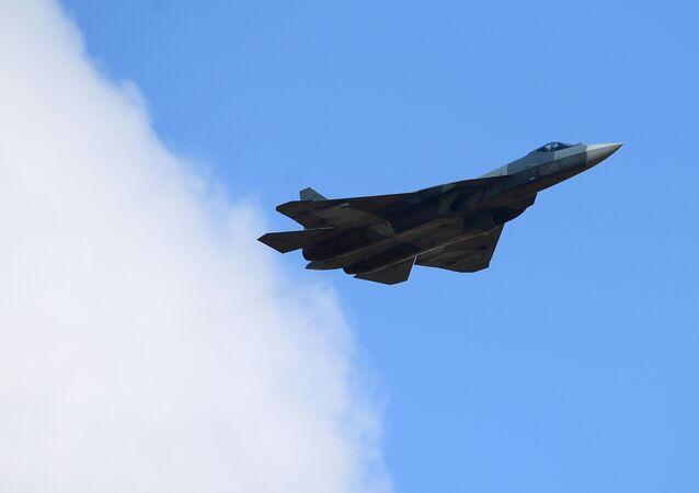 戦闘機Su-57