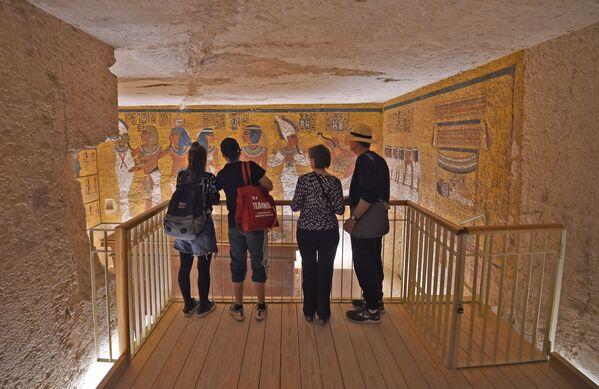 ファラオの石棺が保存される博物館の訪問者 - Sputnik 日本