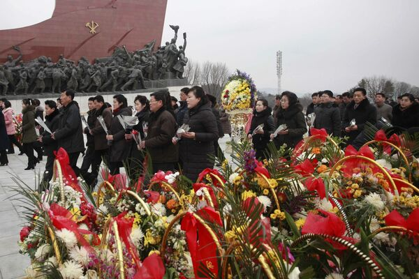 亡き指導者、金日成、金日正氏の記念碑への献花 北朝鮮 - Sputnik 日本