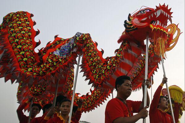 伝統的な龍の舞いの演舞 カンボジア - Sputnik 日本