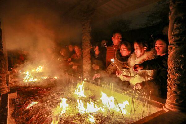 祈りをささげる人々 中国 - Sputnik 日本