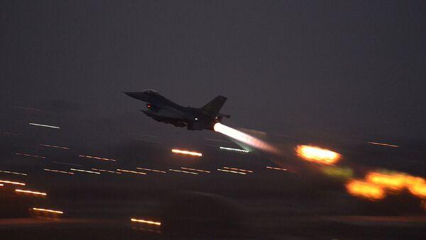 有志連合軍、シリア北東部で空爆実施 16人死亡 - Sputnik 日本