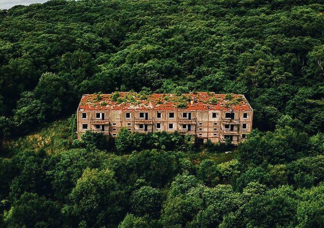 放棄された住宅、ロシア沿海地方アスコルド島