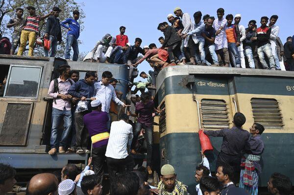 列車に乗って到着するバングラデシュのイスラム教徒たち - Sputnik 日本