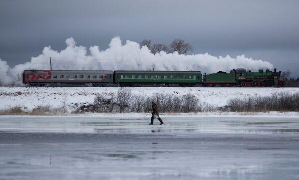 ロシアのトヴェリ州を走る蒸気機関車 - Sputnik 日本