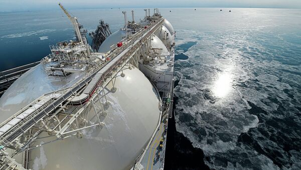 Liquefied natural gas tanker Grand Aniva at first LNG plant in Russia - Sputnik 日本