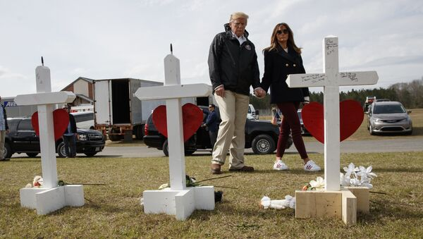 President Donald Trump and first lady Melania Trump visit a line of crosses at Providence Baptist Church in Smiths Station, Ala., Friday, March 8, 2019, as they tour areas where tornados killed 23 people in Lee County, Alabama - Sputnik 日本