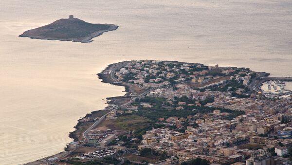 イタリア・シチリア島からわずか300メートルに位置する「イーゾラ・デッレ・フェンミネ」または「女性たちの島」と呼ばれる小島が、100万ユーロで売りに出されている。 - Sputnik 日本