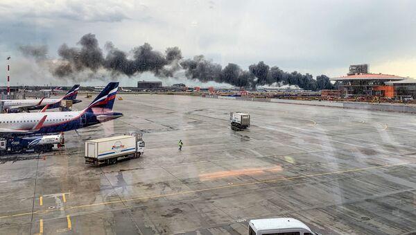 ムルマンスクに向けてモスクワのシェレメチエヴォ国際空港を離陸したロシアのアエロフロート航空のスホイ・スーパージェット100機 - Sputnik 日本