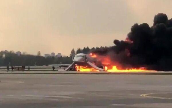 モスクワ、シェレメチエヴォ国際空港で緊急着陸時に火災 - Sputnik 日本