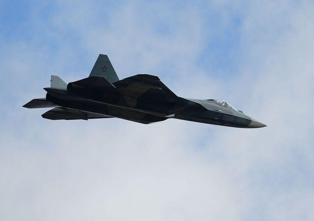 最新鋭スホイ57戦闘機