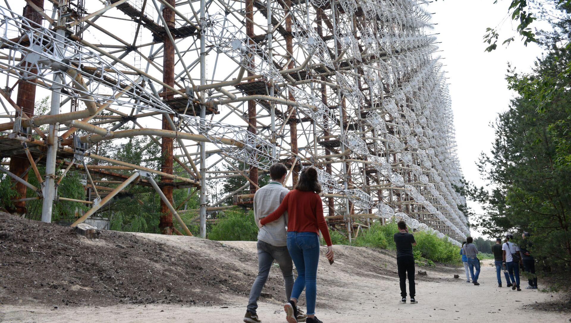 チェルノブイリ原発周辺の立ち入り禁止区域を訪れるツアーに参加する観光客 - Sputnik 日本, 1920, 19.09.2021