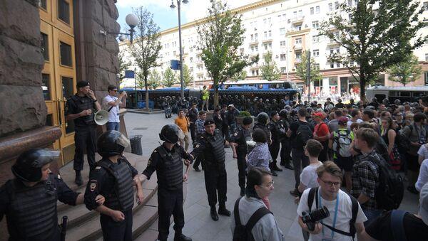 モスクワ中心部で自由な選挙訴えるデモ活動 - Sputnik 日本