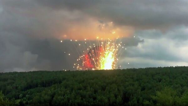 シベリア、クラスノヤルスク地方の軍施設領域で火災、爆発 - Sputnik 日本