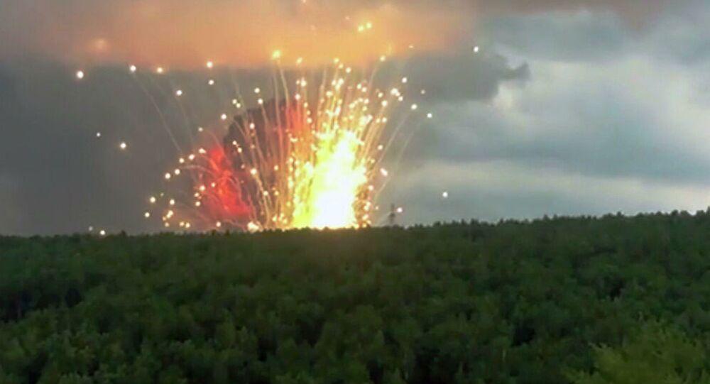 シベリア、クラスノヤルスク地方の軍施設領域で火災、爆発